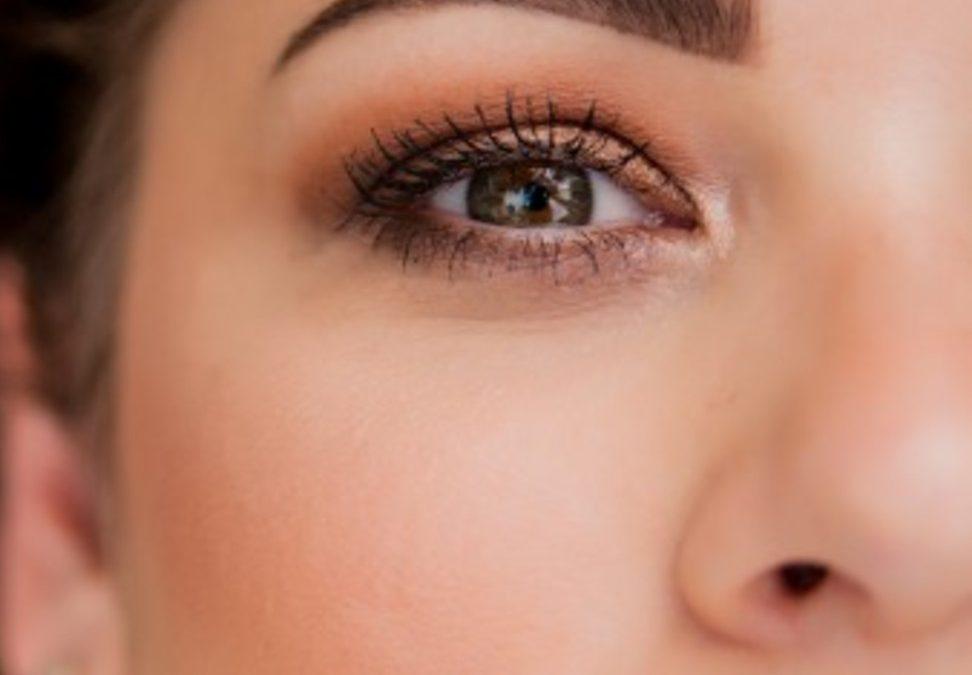 Makijaż permanentny brwi – ombre czy microblading?